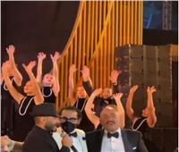 السقا وأحمد حلمي يرقصان على أنغام تامر حسني  فيديو