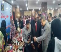 وزير القوى العاملة يسلم 10 وثائق أمان للعاملين في أسوان