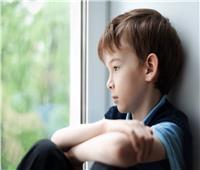 الصراخ والعزلة والنوبات ..علامات الحزن عند الأطفال