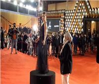 بـ«الأسود».. إطلالة ساحرة لإيمان العاصي في مهرجان القاهرة |فيديو