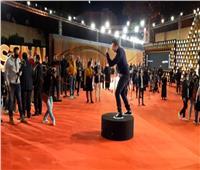 فيديو| حركات كوميدية لنضال الشافعي في «عمار» بمهرجان القاهرة السينمائي