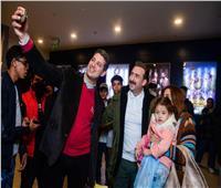 نضال الشافعي والمخرج وسام مدني يفاجئان جمهور «خان تيولا»