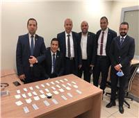 جمارك مطار القاهرة تضبط راكب بحوزته أقراص مخدرة