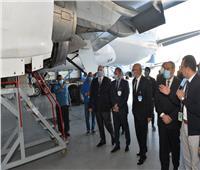 وزير الطيران يزور هنجر 7000 لمتابعة تشغيل طائرة من طراز«A 320»