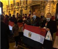 الجالية المصرية في باريس تستقبل الرئيس السيسي بـ «تحيا مصر»  صور