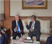 محافظ بورسعيد يبحث مع الغرف التجارية تسهيلات جديدة للمستثمرين