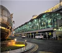 كما انفردنا.. زايد وسفيرا الصين والإمارات يستقبلون شحنة لقاح كورونابالمطار