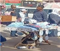 كمامات وكحول في شوارع وسط البلد .. ورئيس«المستلزمات الطبية»: «من بير السلم»
