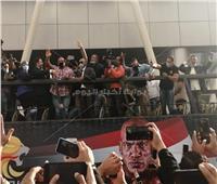 بيج رامي يتجول في شوارع القاهرة بـ«أتوبيس مكشوف»| صور وفيديو