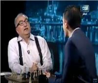 إبراهيم عيسى يلعب مباراة شطرنج على الهواء مع بطل العرب وأفريقيا