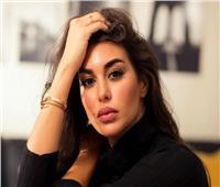 ياسمين صبري تشارك جمهورها بصورة على البحر