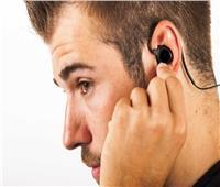 خبير روسي يحذر من الاستخدام المفرط لسماعات الأذن اللاسلكية