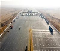 وزير النقل يتابع تنفيذ المرحلة الثانية من طريق الصعيد الغربي | صور