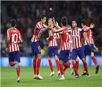 أتليتكو يتفوق على الريال وبرشلونة ويتصدر الدوري الأسباني
