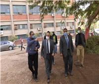 رئيس جامعة أسيوط يطالب باستغلال المساحات المُهملة في أغراض التعليم