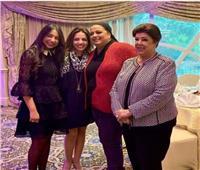 أميرة ابنة رجاء الجداوي تفتح دولاب ذكريات والدتها