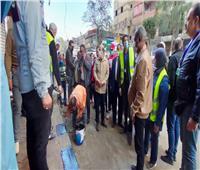 رئيس حي عين شمس يبدأ مبادرة أسبوع النظافة والانضباط