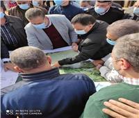 إزالة التعديات على وصلة سكة حديد «كفر داود- السادات»| صور
