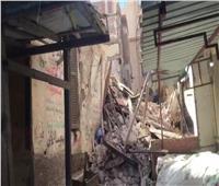 انهيار عقار قديم وسط الإسكندرية دون إصابات | صور