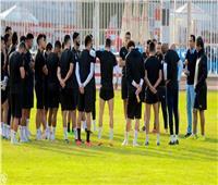 تقسيم لاعبي الزمالك إلى مجموعتين خلال التدريبات