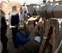 حواس: اكتشاف «تابوت حجري» على عمق 15 مترًا لم يفتح حتى الآن.. فيديو