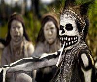 حكايات| قبيلة «ماتت من الضحك».. سر «كورو» مدمر الجهاز العصبي