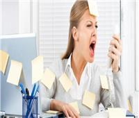 6 طرق لتهدئة الأعصاب وتخفيف التوتر أثناء العمل
