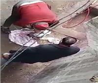 ننشر صورة الأب المتهم بتجريد ابنته من ملابسها في الشارع