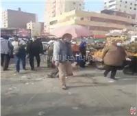 بسبب العشوائية والتوك توك.. شوارع المرج مغلقة في وجه المارة | فيديو