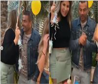 عمرو دياب يحتفل بعيد ميلاد سيدة أعمال بدبي