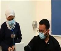 لقطة اليوم | أول طبيب وطبيبة يتلقيان لقاح كورونا في مصر