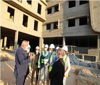 محافظ الوادي الجديد يتفقد أعمال الإنشاءات بمستشفى الداخلة الجديد