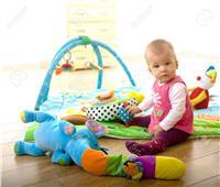 3 أكلات قدميها لطفلك في الشهر التاسع لتقوية حركته