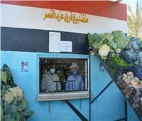 محافظ الوادي الجديد يتفقد منفذ بيع منتجات الصوب الزراعية | صور