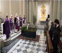 البابا فرنسيس يشارك في جنازة طبيبه الشخصي