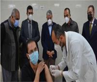 الأطقم الطبية بمستشفى عزلملوي بالمنيا تبدأ التطعيم بلقاح فيروس كورونا