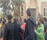 بودي جاردات أحمد السقا يعتدون على الصحفيين والمراسلين في جنازة محمد الصغير| صور