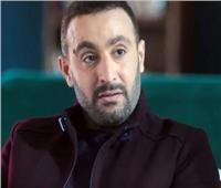 أحمد السقا يعتذر للصحفيين بعد اعتداء مدير أعماله عليهم