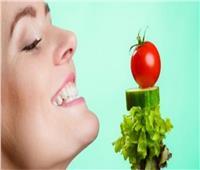 خبيرة تغذية تحدد أطعمة تزيد من سعادة المصريين