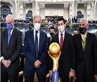 وصول نسخة كأس العالم لليد لاستاد القاهرة | صور