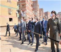 خلال جولته بعزبة الهجانة.. الرئيس السيسي يوجه بمواصلة تطوير كافة المناطق العشوائية