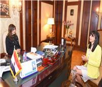 وزيرة الهجرة:تستقبل مصرية تعمل بمركز لعلاج الإيدز في كينيا