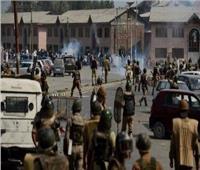 الشرطة الباكستانية تلقي الغاز المسيل للدموع على محتجين مناهضين للحكومة