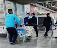 باقات الورود أول مستقبلي المارد الأحمر بمطار القاهرة