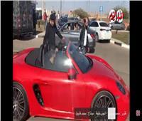 كهربا يغادر مطار القاهرة بسيارته الخاصة  فيديو