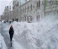 موسكو تشهد عاصفة ثلجية غير مسبوقة منذ 50 عامًا.. فيديو