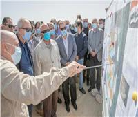 وزير النقل يتابع إنشاء أرصفة ومحطات وأحواض جديدة بميناء السخنة