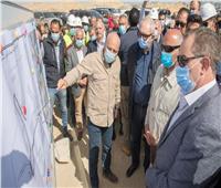 وزير النقل في «السخنة» لمتابعة أعمال تطوير الميناء وإنشاء الأرصفة الجديدة