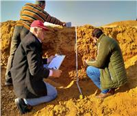 الزراعة: الفريق البحثي يواصل دراسات حصر وتصنيف التربة بالسويس   صور