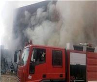 انتداب المعمل الجنائي في حريق مخزن مواتير وبطاريات بأطفيح